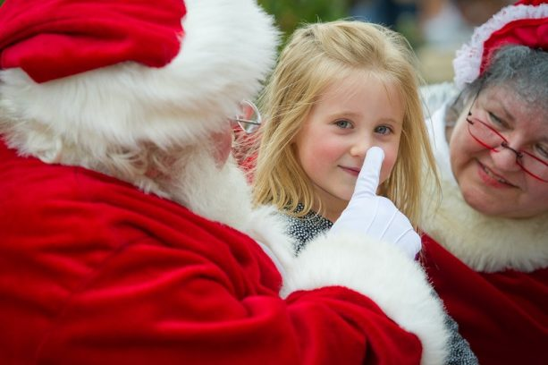Little girl with Santa at the Promenade Chenal